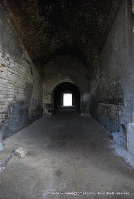 [NU001k-2018-0036] Arles (Arelate) - Amphithéâtre : Passage voûté sous les gradins