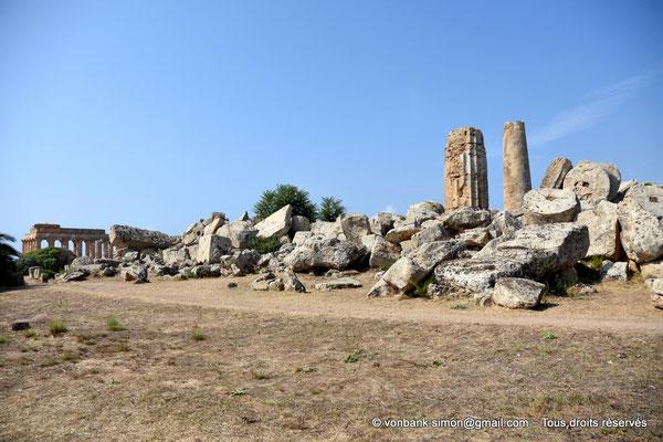 [NU906-2019-1449] Sélinonte - Temple G : Ruines - En arrière-plan, le temple E (faces Est et Nord)