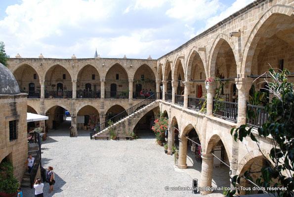 [NU905-2014-0299] Nicosie - Agia Sophia : Vue partielle de la cour intérieure du Büyük Han avec ses deux niveaux de galerie