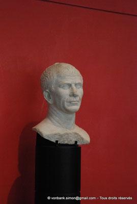[NU001k-2018-0041] Arles (Arelate) : Tête (présumée) de Jules César, découverte dans le Rhône, 30-40 avant J.-C., en marbre
