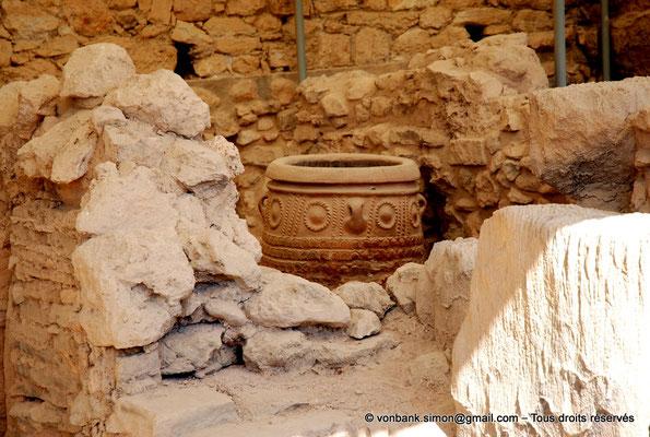 [NU905-2011-172] Cnossos (Crète) : Pithoi (grande jarre)