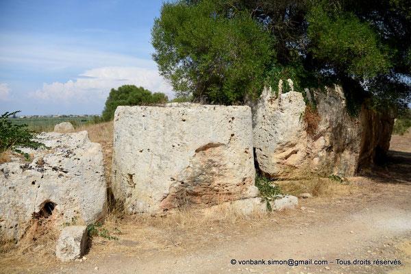 [NU906-2019-1522] Cave di Cusa : Tambours de colonne en attente de transport