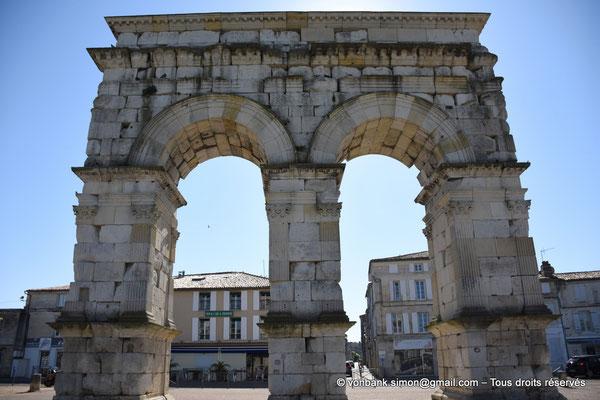 [NU910-2020-2073] Saintes (Mediolanum Santonum) : L'arc votif (face Ouest)