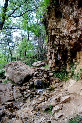 [NU002e-2016-0322] F - 84 - Rustrel - Colorado : La cascade