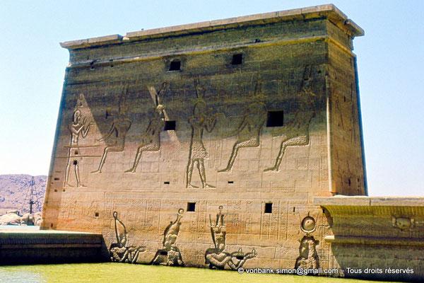 [080-1973-03] Philae : Temple d'Isis - Pylône 1
