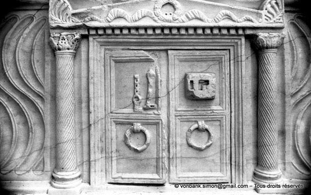 [NB022-1978-37] Timgad (Thamugadi) : Musée - Sarcophage (détail)