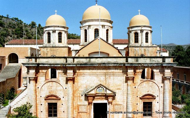 [C008-2004-15] Agia Triada : Vue partielle de la façade du catholicon (église orthodoxe)