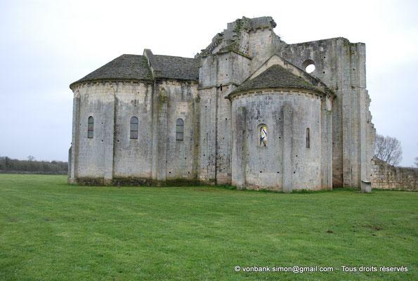 [NU904-2015-0046] 17 - Trizay - Prieuré Saint-Jean l'Évangéliste : Chevet de l'église (chapelle axiale et absidiole Nord)