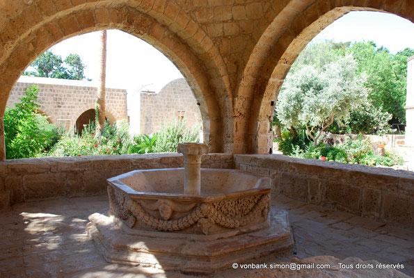 [NU900-2012-0163] Agia Napa : Fontaine octogonale (XVI°)