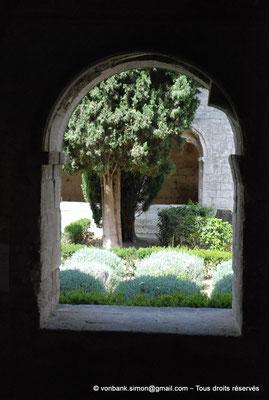 [NU003-2017-060] 13 - La Roque d'Anthéron - Abbaye de Silvacane : Cloître
