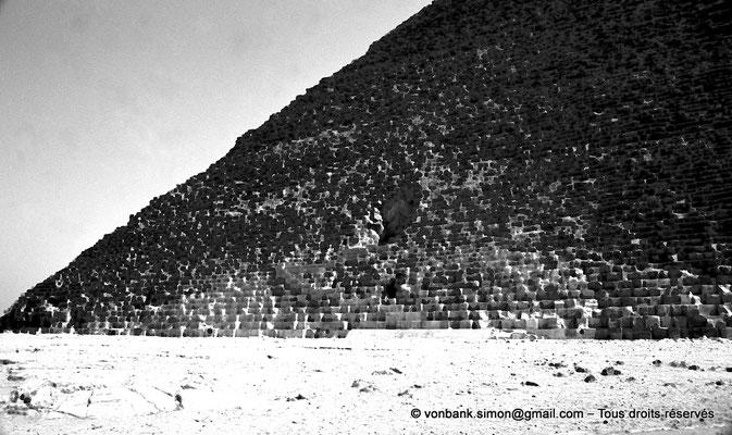 [NB080-1973-73] Gizeh - Khéops : Face Nord avec l'entrée de la pyramide du Roi
