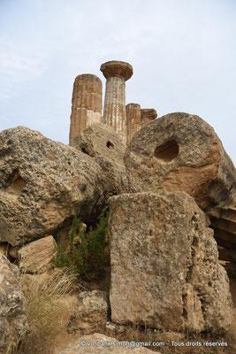 [NU906-2019-1581] Agrigente - Temple d'Héraclès (Hercule) : Colonnes de la face Sud (vue depuis le côté Ouest du temple)