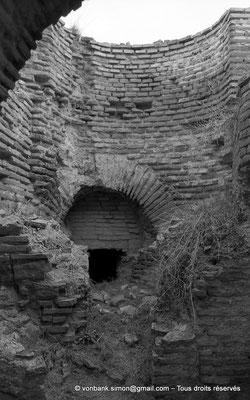 [NB042-1978-33] Timgad (Thamugadi) : Les grands thermes du Sud - Fourneau