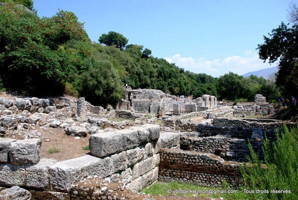 [NU902-2010-080] Butrint (Buthrotum) : Agora (Prytaneum (lieu des réunions de l'autorité de la ville), Sanctuaire d'Asclépios, Théâtre)
