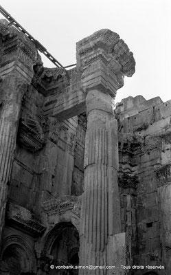 [NB071-1973-18] Baalbek : Temple de Bacchus - Colonne du Pronaos