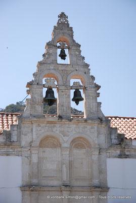 [NU900x-2013-0205] Crète - Argyroupoli : Matériaux romains réemployés dans la construction de la façade de l'Église des Archanges