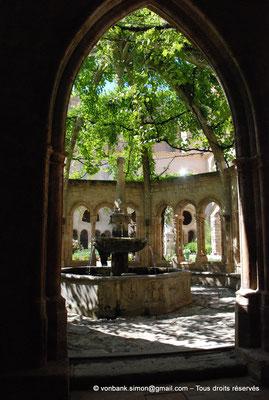 [NU001-2017-568] 34 - Villeveyrac - Valmagne : Fontaine-Lavabo et son arcade d'accès