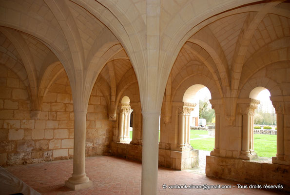 [NU904-2015-0005] 17 - Trizay - Prieuré Saint-Jean l'Évangéliste : Salle capitualire (XIII°)