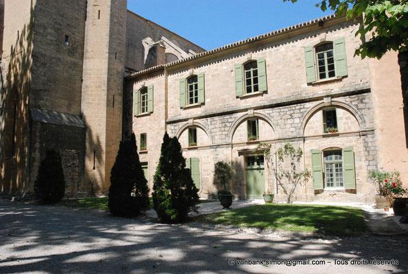 """[NU001-2017-532] 34 - Villeveyrac - Valmagne : """"Logis des hôtes"""", ancien bâtiment des convers réaménagé au XVIII° siècle"""