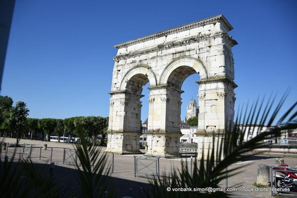 [NU910-2020-2067] Saintes (Mediolanum Santonum) : L'arc votif (face Est)