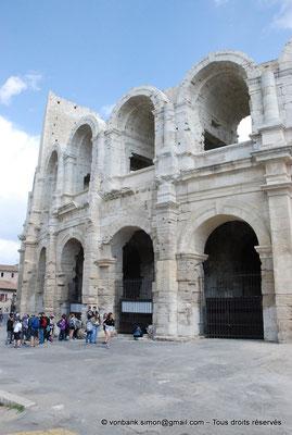 [NU001k-2018-0040] Arles (Arelate) - Amphithéâtre : Vue partielle de la façade Nord-Ouest