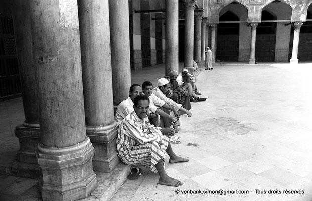 [NB072-1973-46] Le Caire - Mosquée Al-Azhar : Vue partielle de la cour centrale