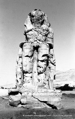 [NB086-1981-07] Temple funéraire d'Amenhotep III : Colosse de Memnon