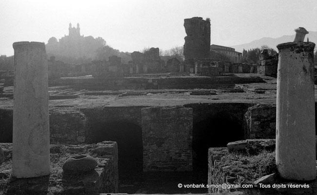 [NB028-1978-12] Annaba (Hippo Regius) : Basilique Saint-Augustin vue depuis le quartier des villae du front de mer