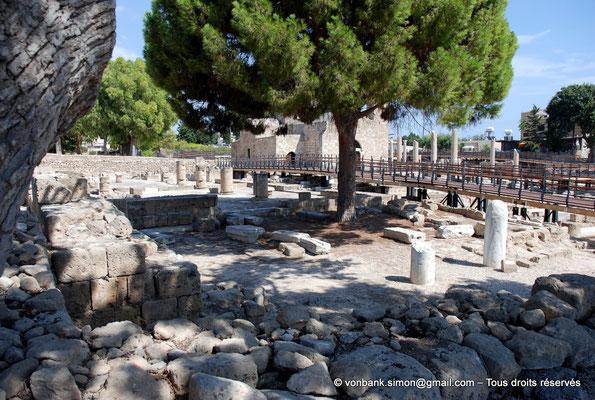 """[NU900-2012-090] Paphos (Nea Paphos) : Ruines de la Basilique paléochrétienne Panayia Chrysopolitissa - sur la droite, le pilier dit de """"Saint Paul"""""""