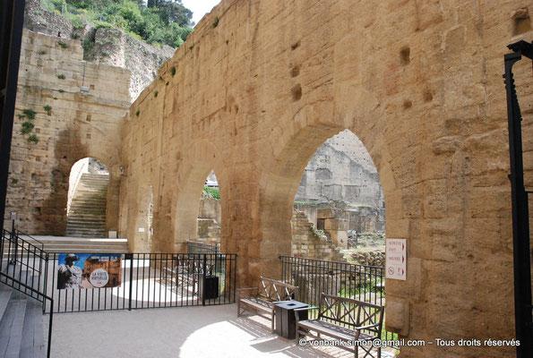 [NU001e-2018-0027] Orange (Arausio) : Théâtre - Entrée Ouest - Sur la droite, accès au temple dédié au culte de l'empereur