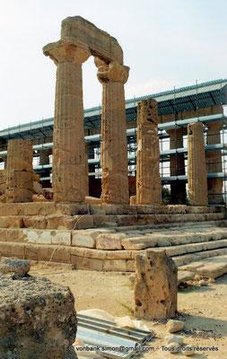 [C004-2005-20a] Agrigente - Temple d'Héra (Junon) : Angle extérieur Sud-Est