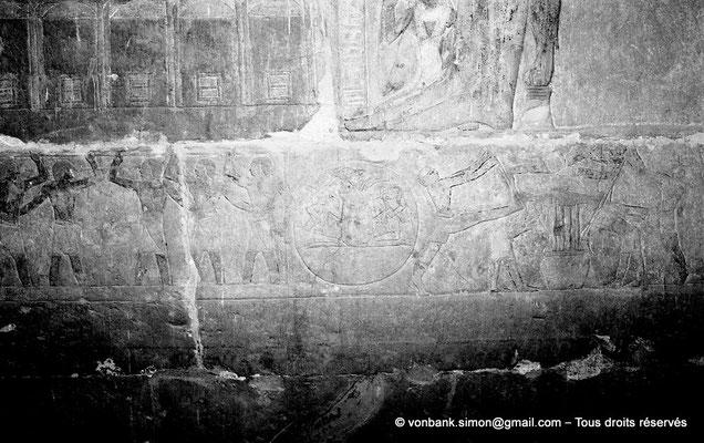 [NB085-1981-29] Saqqara - Mastaba de Mererouka : Registre consacré à la fabrication du vin - Sur la gauche, des vignerons foulent les grappes aux pieds (Chambre A12, mur Nord)