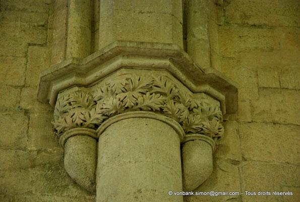 [NU003-2017-080] 13 - La Roque d'Anthéron - Abbaye de Silvacane : Le réfectoire (XV° siècle) - Chapiteau