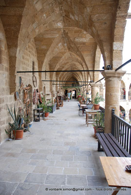[NU905-2014-0290] Nicosie - Agia Sophia : Vue partielle de la galerie supérieure (Büzük Han)