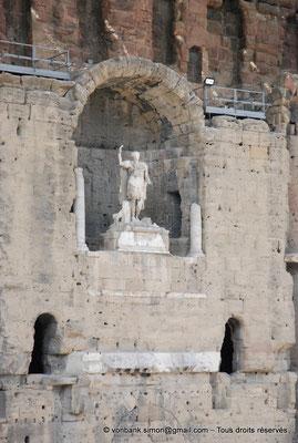 [NU001e-2018-0032] Orange (Arausio) : Théâtre - Niche centrale du mur de scène où trône la statue de l'empereur Auguste