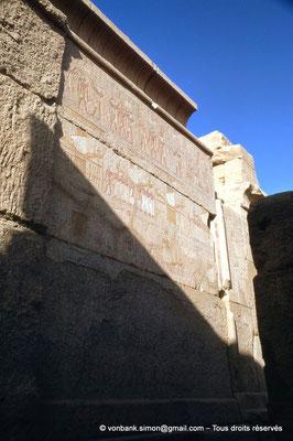 [088-1973-43] Karnak - Ipet-Sout : Registres supérieurs : Purification, Imposition d'une couronne, Montée royale, Imposition d'une couronne - Registres inférieurs : Procession (Chapelle de Philippe Arrhidée, face Sud)