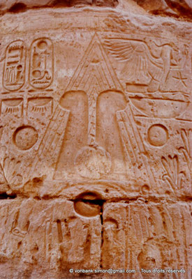 [082-1973-22] Karnak - Salle hypostyle : Détail d'une colonne (Ramsès II)