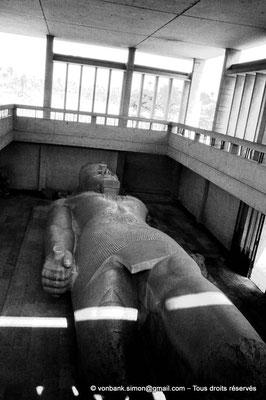 [084-1973-02] Memphis : Statue colossale de Ramsès II