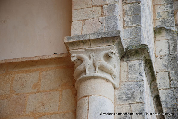[NU904-2015-0029] 17 - Trizay - Prieuré Saint-Jean l'Évangéliste : Chapiteau de l'absidiole Nord située à gauche de la chapelle axiale