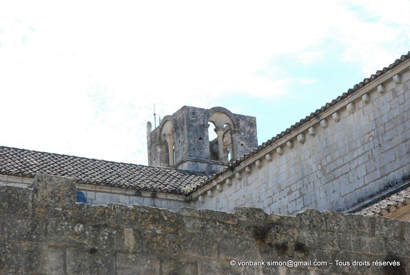 [NU003-2017-117] 13 - La Roque d'Anthéron - Abbaye de Silvacane : Clocher carré ajouré sur chacune de ses faces d'une baie géminée
