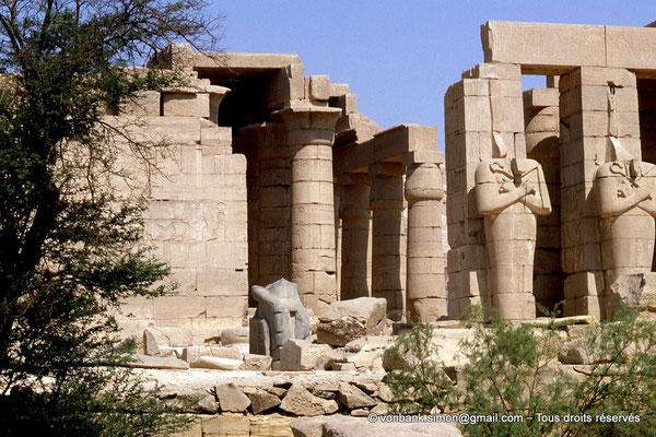[069-1981-53] Ramesseum : Deuxième cour - Façade Ouest et accès la salle hypostyle