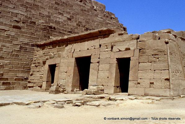 [069-1981-07] Karnak - Temple de Séthi II : Façade du temple reposoir de Séthi II