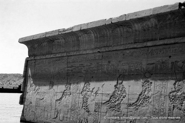 [NB076-1973-57] Philae : Temple d'Isis - Partie supérieure de la façade arrière du Naos