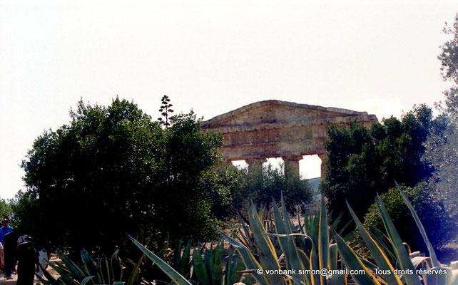 [C005-2005-21] Ségeste : Temple inachevé - Face Est (vue partielle)