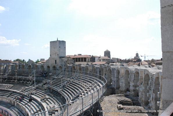 [NU001k-2018-0022] Arles (Arelate) - Amphithéâtre : Gradins en partie haute et arcades supérieures