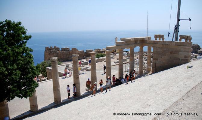 [NU901-2009-0136a] Lindos (Rhodes) : Stoa dorique - Escalier monumental des propylées