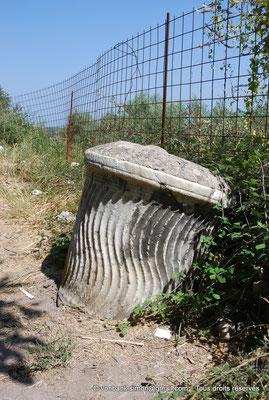 [NU900x-2013-0213] Crète - Argyroupoli : Extrémité de colonne romaine