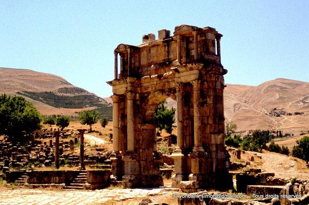 [070-1978-17] Djemila (Cuicul) : Arc de Caracalla - Façade Est vue depuis la place des Sévères