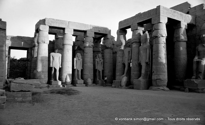 [NB079-1973-13] Louxor - Temple d'Amon-Rê : Grande cour (Ramsès II)