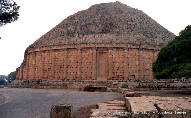 [C002-1990-08a] Sidi Rached : Mausolée royal de Maurétanie